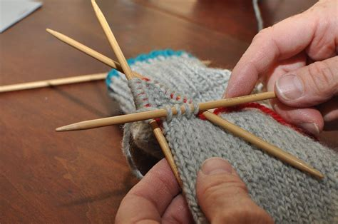 knitting thumbs on mittens two left how to knit a mitten part 4 the thumb