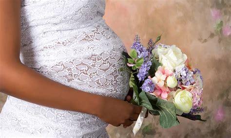 hochzeitskleid nähen im brautkleid schwanger heiraten 6 tipps f 252 r werdende mamis