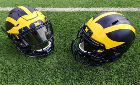 Helm Wolverine photo michigan football shows new matte helmet