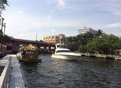 Motorized Tiki Bar This Floating Tiki Bar From Cruisin Tiki Has Been Boating