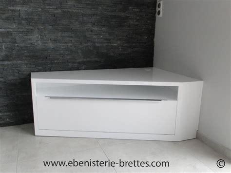 agréable Meuble De Salon Contemporain #1: meuble-television-angle-design-blanc-laque-brillant-la-rochelle-ile-de-re-bordeaux-biarritz-750px.jpg