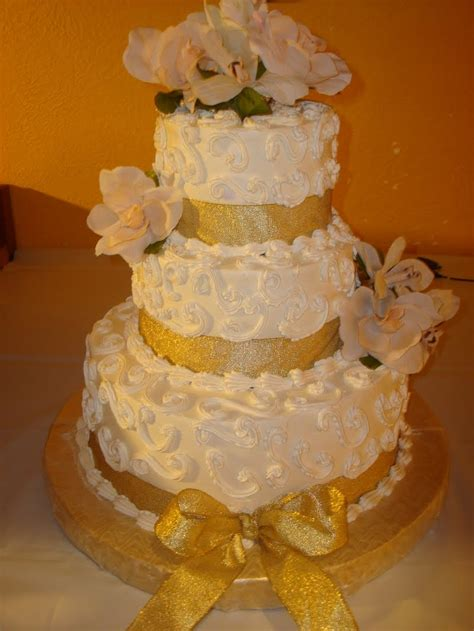 Golden Wedding Cakes by Weddingspies Gold Wedding Cakes Golf Wedding Cake Toppers