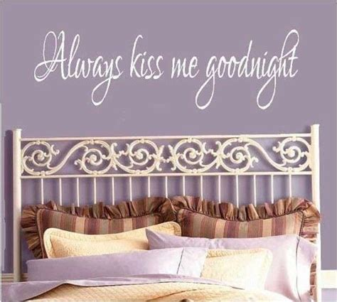 sul letto decorazioni pareti di casa con scritte foto design mag