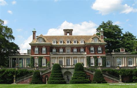 the great gatsby mansion the great gatsby mansions real life homes that inspired