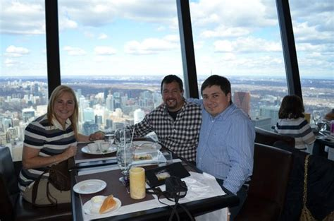 360 Restaurant Gift Card - compartiendo con pareja y amigo picture of 360 the restaurant at the cn tower