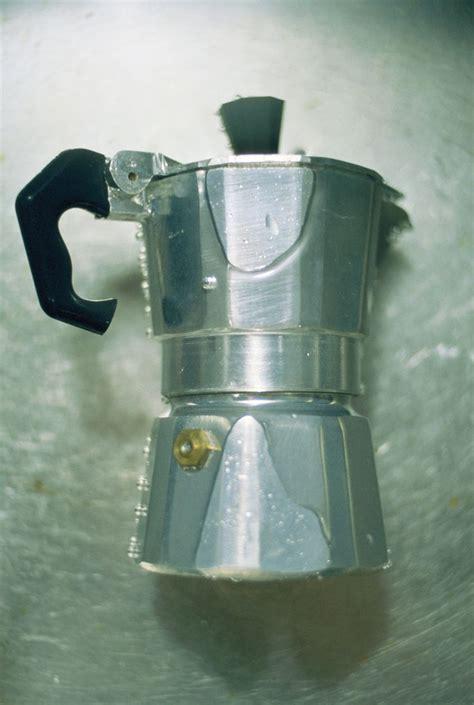 pulizia tappeti con bicarbonato come pulire la caffettiera con il sale donna moderna