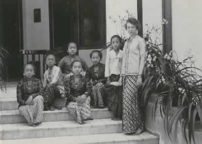 Baju Guru Tempo Dulu budaya barat dan fashion mode surakarta masa kolonial phesolo