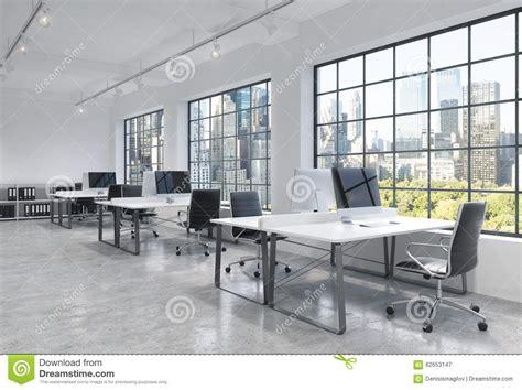 bureau moderne werkplaatsen in een helder modern bureau de zolderopen