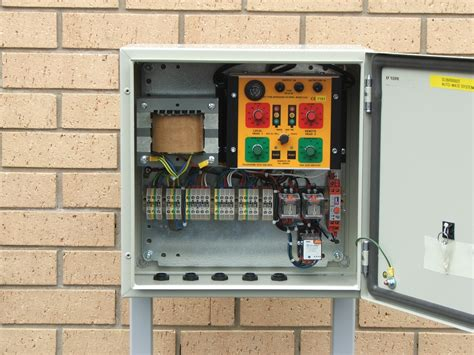 Traffic Light Controller by Traffic Light Controller Automate Systems