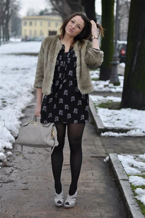 Kaos Ngetrek Kaos Valentino 46 cabrini zara dress kaos faux fur coat valentino bracelet prada shoes prada bag