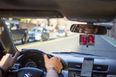 drive with lyft lyft vs uber here s the ridesharing service you should