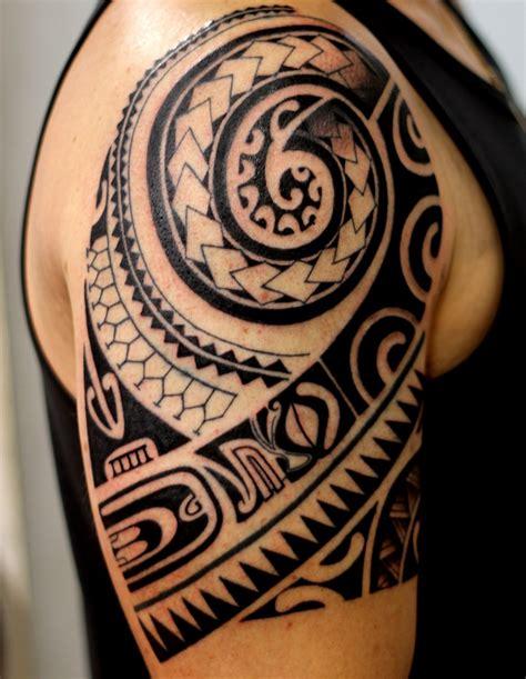 polinesia tribal tatuagem