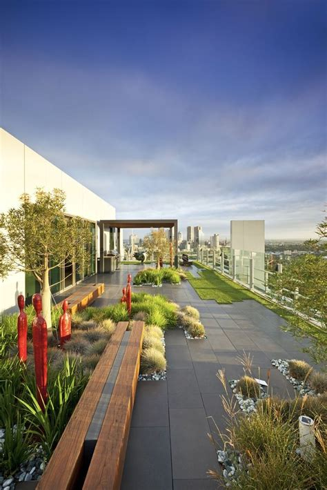 Just Two Fabulous Roof Gardens by 1000 Ideas About Rooftop Gardens On Roof