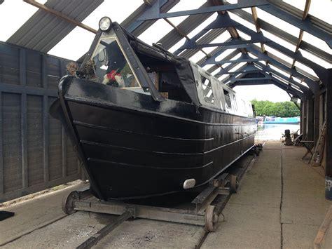 boat paint dry narrowboat maintenance blacking narrowboatinfo