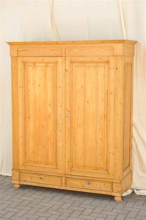 kleiderschrank antik gr 252 nderzeit kleiderschrank zerlegbar antik im hof