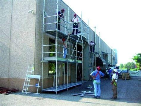 ponteggi mobili per edilizia ponteggio mobile scale caratteristiche ponteggio