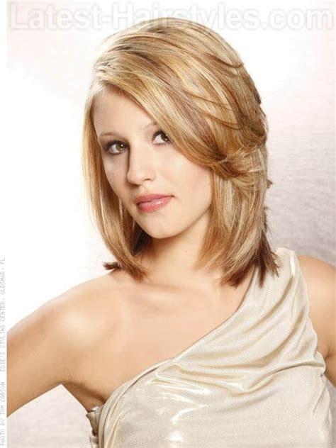 medium length haircut with lots layers a medium blonde bombshell fashion