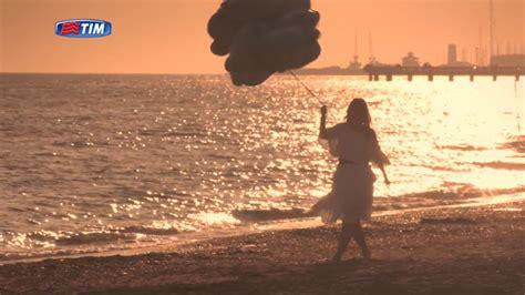testo vieni con me canzone tim special chiara vieni con me sulla spiaggia al