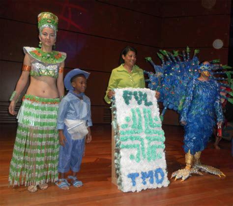 disfraz de pavo con material reciclable disfraz con material reciclable buscar con google