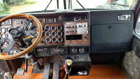 kenworth wl  sleeper semi trucks