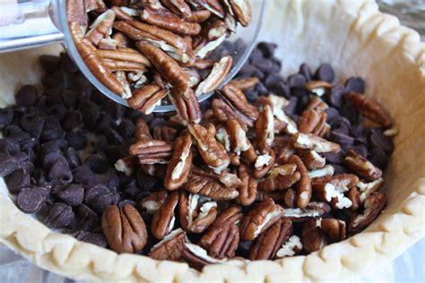chocolate pecan pie     tasty thanksgiving