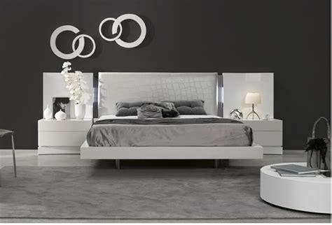 Incroyable Chambre A Coucher Petite Surface #9: Chambre-a-coucher-design-idee-tete-de-lit-decoration.jpg