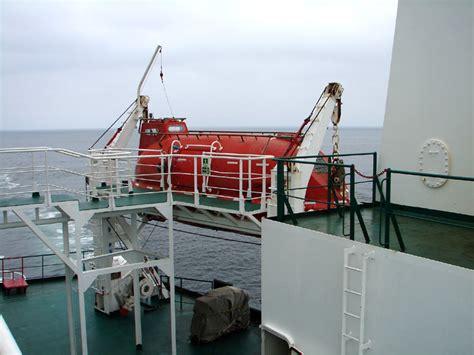 titanic boat switch file enclosed lifeboat jpg wikipedia