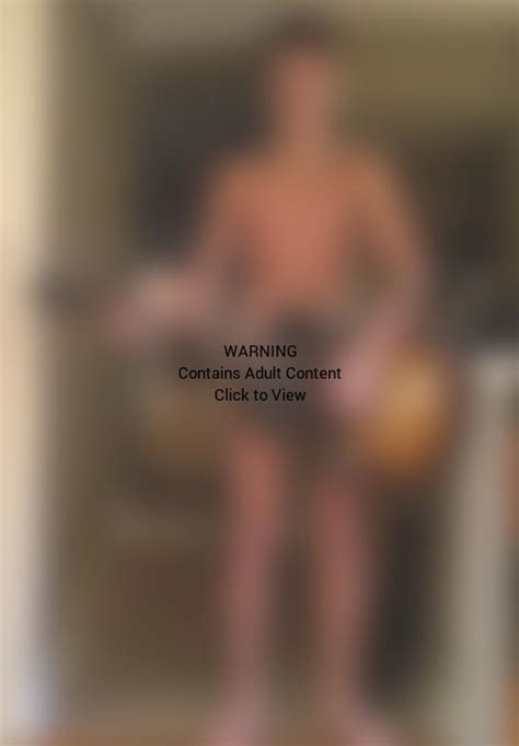 Justin Bieber Naked With A Guitar Singing To Grandma The Hollywood Gossip