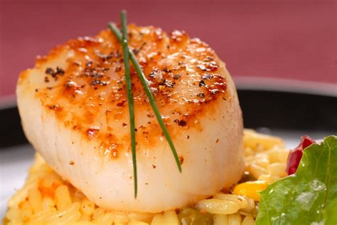 pan seared scallops with saffron rice for festive friday