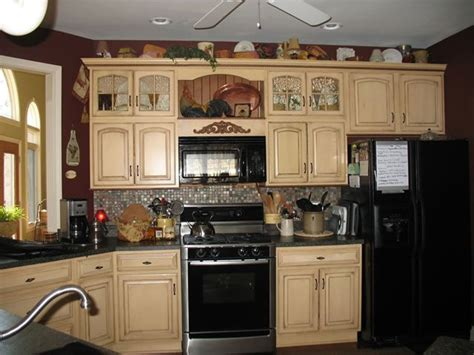 antique cream kitchen cabinets i like the cabinet colors but the black appliances don t