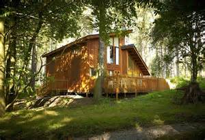 Late Deals On Log Cabins With Tubs by How To Bag The Best Late Deals On Cottages In The