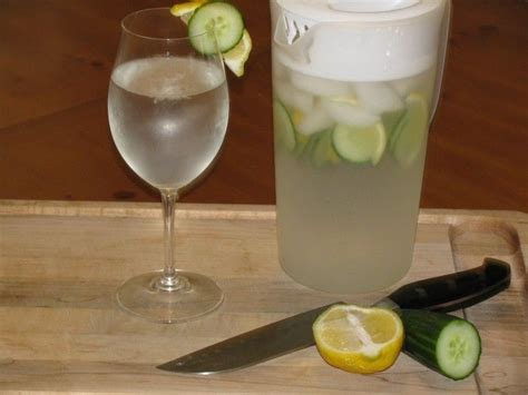 Wellness Lemon Tea Detox Water Recipe by Best 25 Lemon Cucumber Water Ideas On Lemon