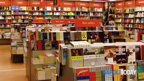 librerie feltrinelli napoli parti con il libro la notte delle librerie