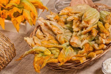 pasta con fiori di zucca giallo zafferano pastella giallo zafferano