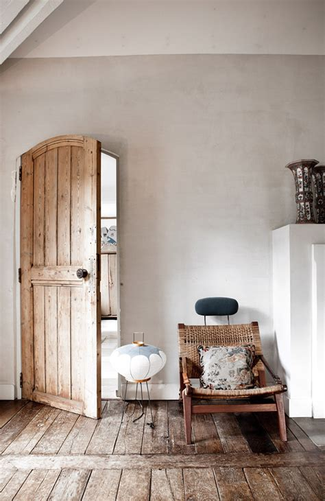 Home Decor Wood | rustic and shabby chic house with lots of wood in decor