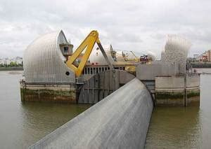 thames barrier falling radial gates how does the thames flood barrier work