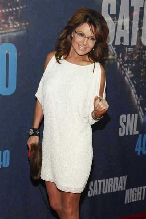 fashion faceoff sarah palin borrows bristol palin s dress sarah palin s borrowed snl 40 outfit makes big splash