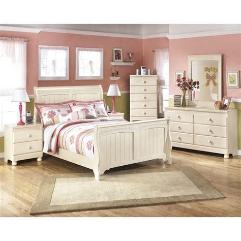 cream cottage bedroom furniture ashley cottage retreat 6 piece wood full sleigh bedroom