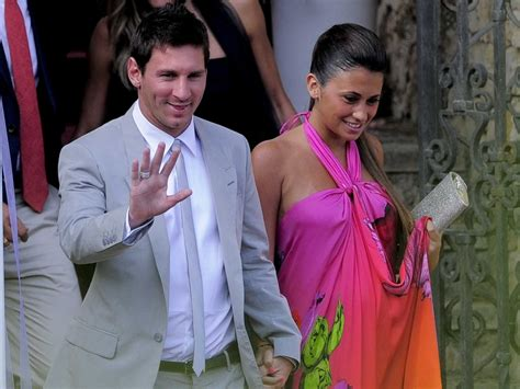 messi and wife lionel messi says girlfriend antonella roccuzzo s