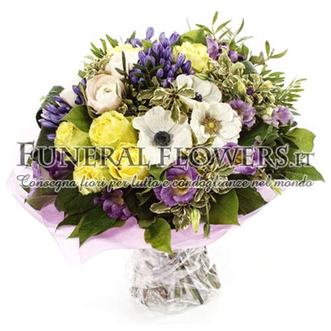 consegna fiori all estero mazzo funebre con roselline gialle spedizione con