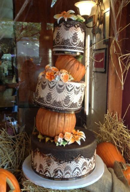 fun pumpkin wedding cake ideas  fall weddingomania
