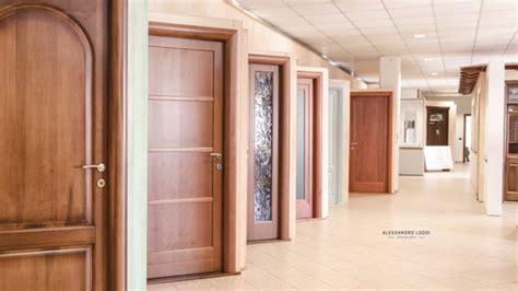 esposizione porte interne show room locali espositivi dei prodotti dei laboratori