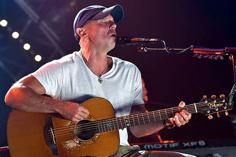 kenny chesney suns out guns out at kc tmzcom kenny chesney news