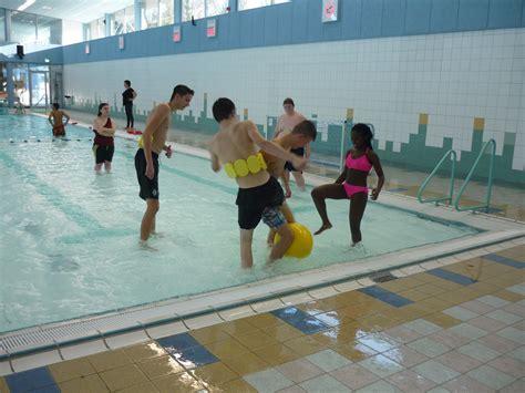 Mba Mbb mba mbb bba naar het zwembad de zevenster