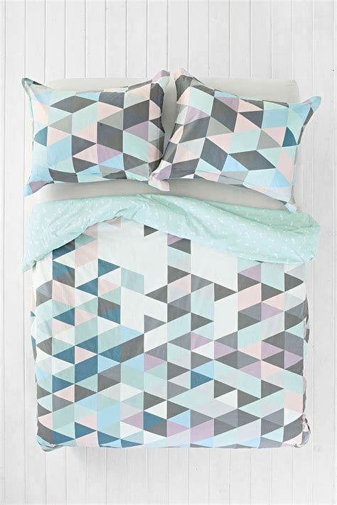 Outfitters Comforter Covers by Best 25 Geometric Bedding Ideas On