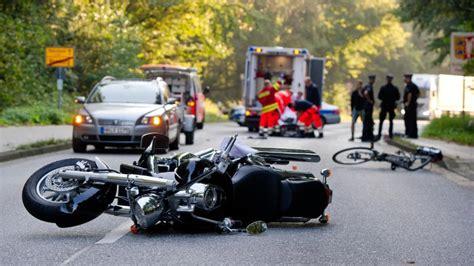 Motorrad Abmelden Berlin by Motorradfahrer Stirbt Nach Unfall In Brandenburg