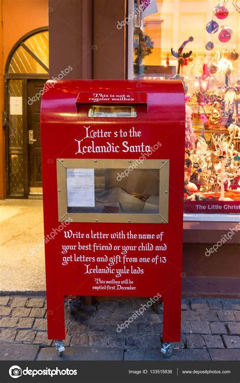 cassetta lettere babbo natale postbox rosso o cassetta postale di babbo natale foto