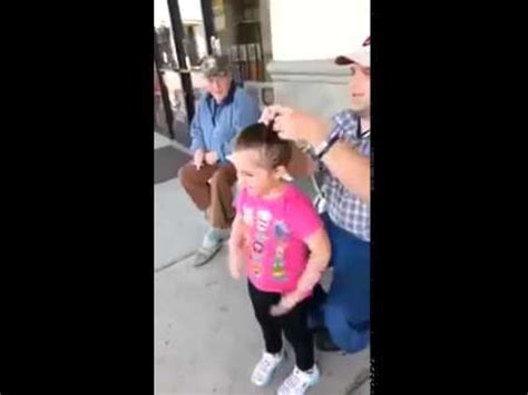 papa coge a su hija papa peinando a su hija youtube