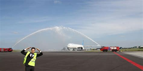 emirates jakarta amsterdam garuda indonesia to launch the first ever non stop flight