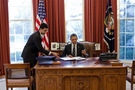 obama at desk u s urged to lean harder on bahrain s ruling family lobelog